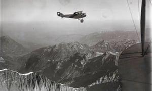 Walter Mittelholzer dans un biplan