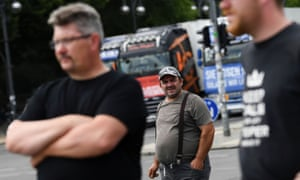 Les chauffeurs de camion allemands protestent contre les mesures de verrouillage du coronavirus