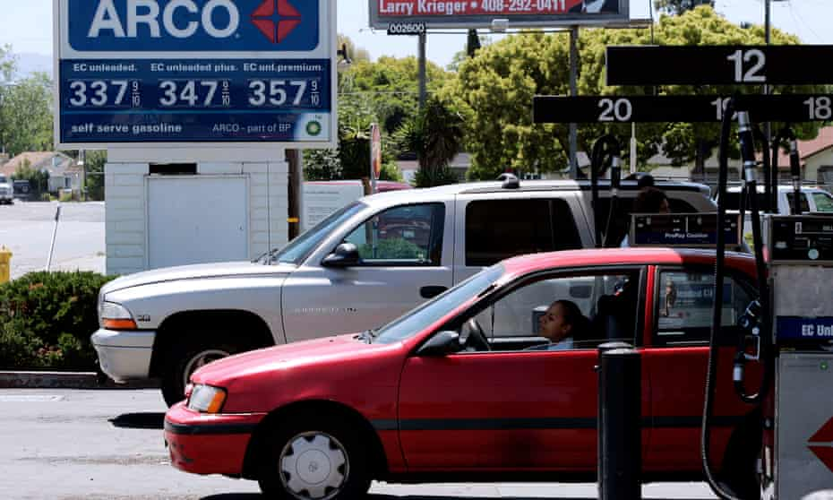 A car and a SUV refilled at an petrol garage in San Jose, California