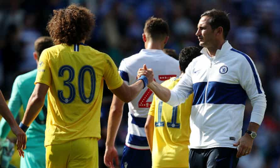 Chelsea's David Luiz shakes hand with manager Frank Lampard after the final whistle at the Madejski Stadium.