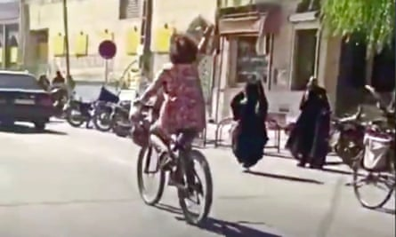 A still from the video apparently showing the woman riding a bicycle without wearing a head covering in Najafabad.