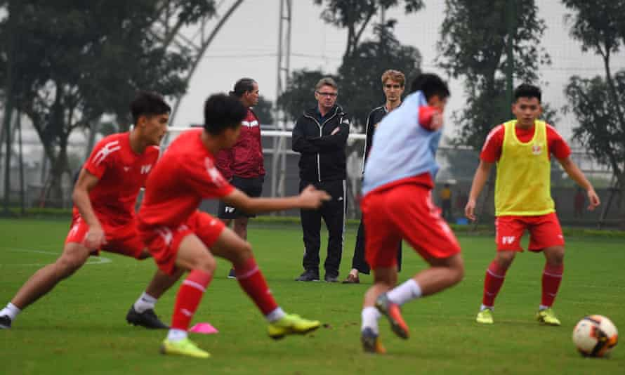 Phillippe Troussier watches a training session in Vietnam