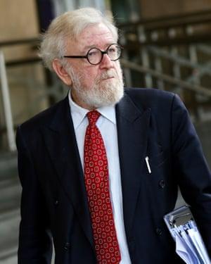 Robert Richter, abogado de Pell, fuera de la corte el jueves
