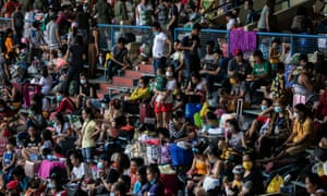 Thousands of stranded Filipinos crammed into stadium for a government transportation program amid the coronavirus outbreak. Rizal Memorial Sports Complex, Manila, Philippines, July 25, 2020. Credit: Reuters/Eloisa Lopez