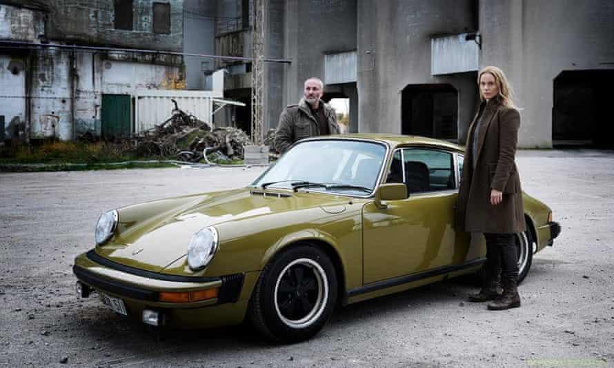 Saga with cuddly Martin and her lovely Porsche.