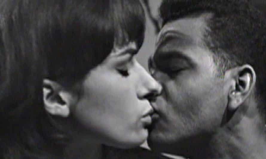 First interracial kiss