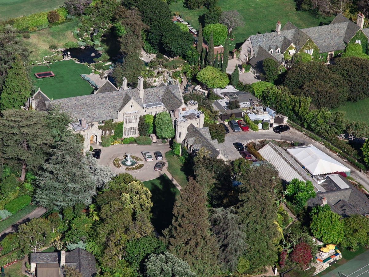 Playboy Mansion S 200m Listing Includes Hugh Hefner As A Roommate Us News The Guardian