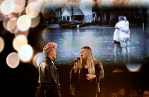 Pink and Kelly Clarkson perform
