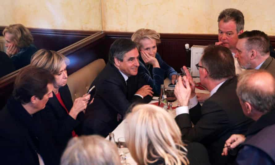 François Fillon (centre left) has lunch with his campaign team