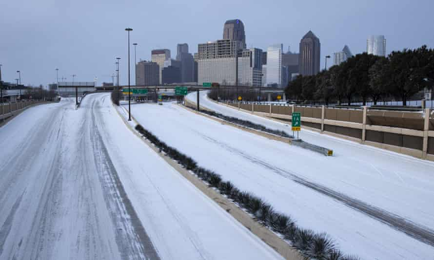Snow and ice on US 75 heading into downtown Dallas