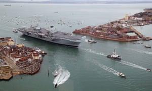 HMS Queen Elizabeth enters the city