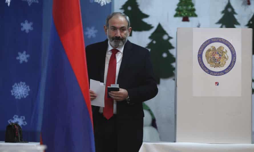 Acting prime minister Nikol Pashinyan casts his ballot.