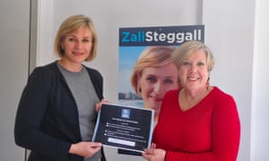 Zali Steggall signs up for the Climate Health Alliance with Professor Mary Chiarella of the University of Sydney.