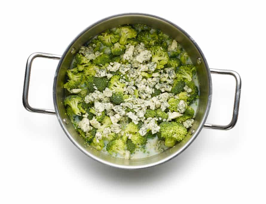 Felicity Cloake's broccoli and stilton soup05