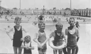 Children play at Bankstown baths in the 1950s.