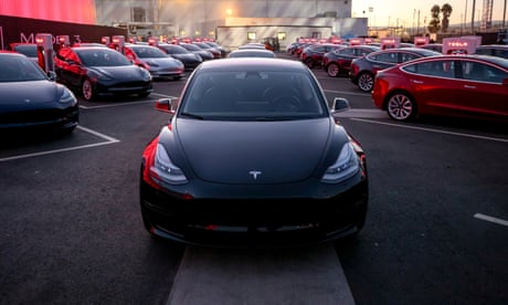 Tesla shares fall more than 7% after company reports record loss