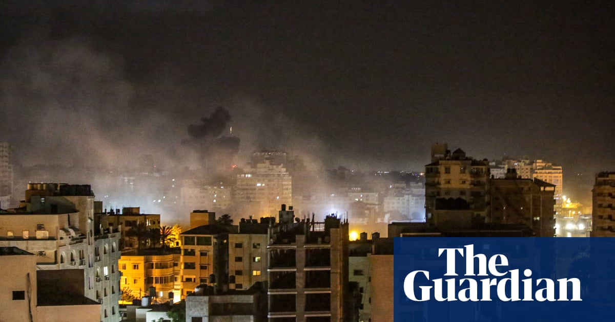 Gaza hit by heavy airstrikes as UN warns of 'uncontainable' crisis