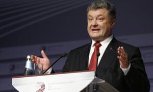 Petro Poroshenko, the Ukrainian president, speaks at a media conference during the Eastern Partnership summit in Riga, Latvia on Friday