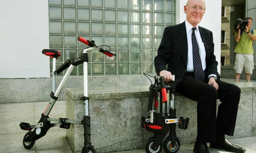 Clive Sinclair launches his A-bike
