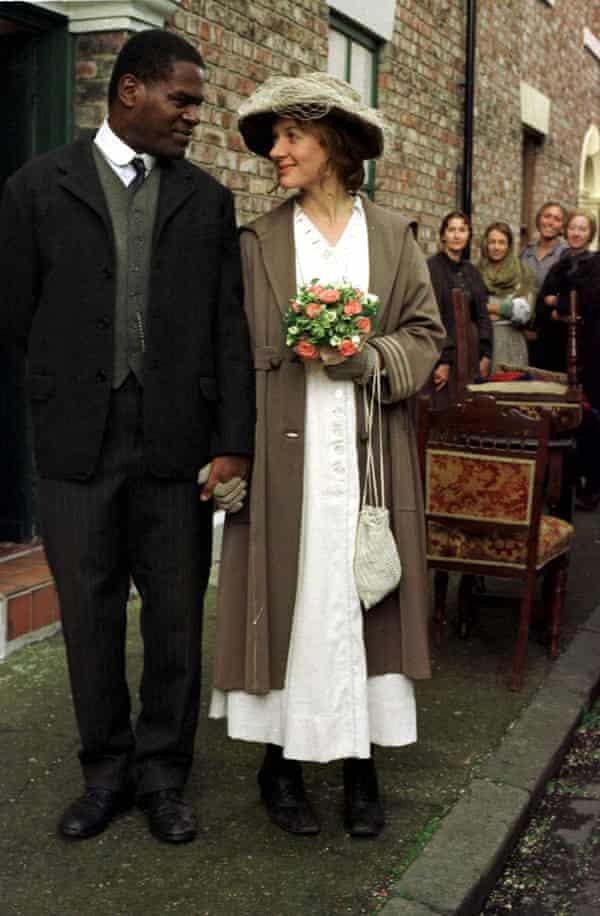 Tony Armatrading با Niamh Cusack در مینی سریال تلویزیونی کاترین کوکسون Color Blind ، 1998.
