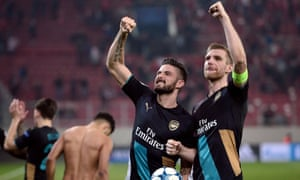 Arsenal's French forward Olivier Giroud (L)and Arsenal's German defender Per Mertesacker celebrate after the UEFA Champions League Group F football match between Olympiacos and Arsenal at the Georgios Karaiskakis Stadium in Piraeus near Athens on December 9, 2015.  Arsenal won the match 0-3. / AFP / LOUISA GOULIAMAKILOUISA GOULIAMAKI/AFP/Getty Images