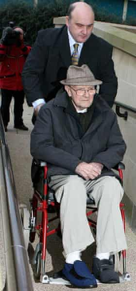 Art forger Shaun Greenhalgh and his father arriving at court in 2007