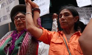 Esperanza (right) with Quipu campaigners