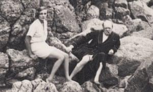 Winston Churchill with Doris Castlerosse on a beach near Château de l'Horizon, Vallauris on the Côte d'Azur in the mid-1930s.