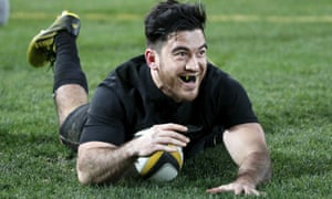 Nehe Milner-Skudder scores his first Test try.