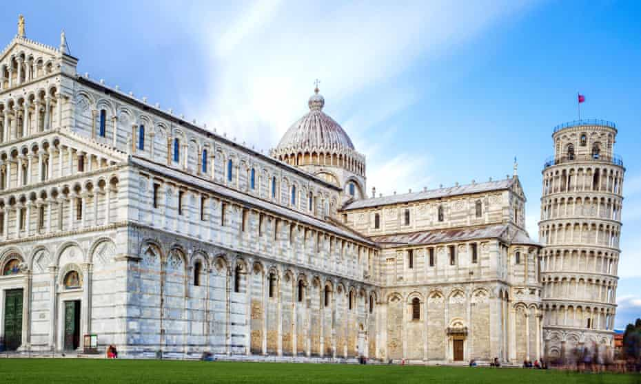 image of the great Piazza Miracoli in Pisa Italy.