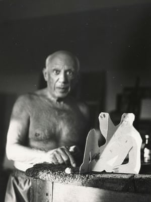 Picasso next to the cut and folded cardboard sculpture of a seated man for Le Déjeuner sur l'herbe, 28 August 1962, photographer unknown.