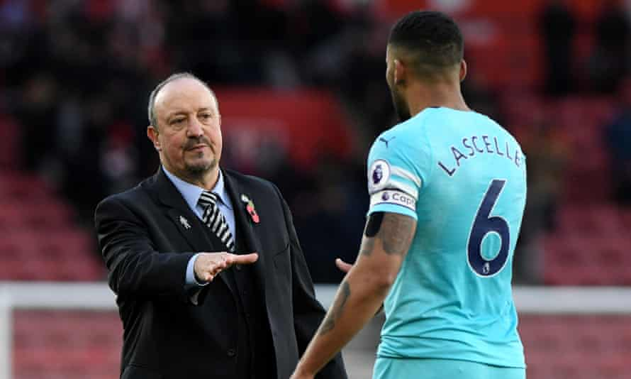 Rafael Benítez said Jamaal Lascelles was surprised by the reaction to his remarks about Mike Ashley.