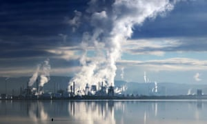 Greenhouse gas emissions at an oil refinery