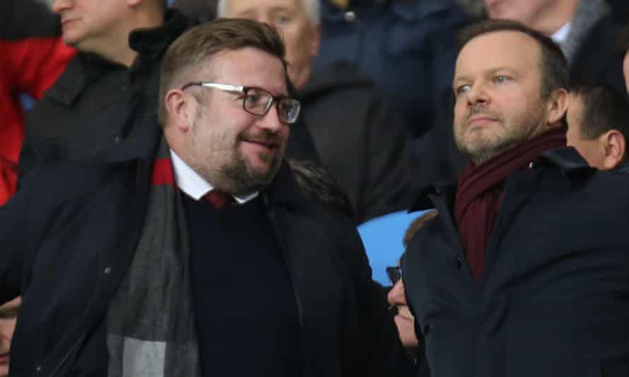 Manchester United's Richard Arnold (left) with Ed Woodward in January 2020.