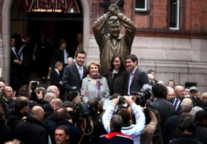 The Clough family unveil the statue in Nottingham's Market Square.