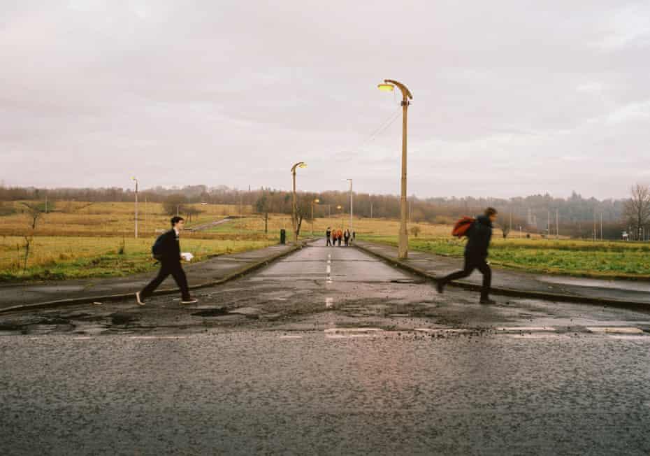 Children wlaking home from school, Linkwood Drive, Drumchapel.