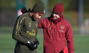 Unai Emery talks to Pierre-Emerick Aubameyang during Arsenal training on Monday.