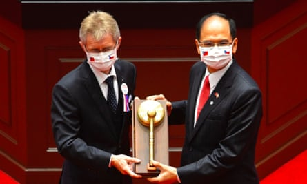 The Czech parliamentary speaker, Miloš Vystrčil, left, receives a gavel from his opposite number in Taiwan, Yu Shyi-ku, during a ceremony at the parliament in Taipei on Tuesday.