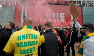 The protesters are highly critical of the Glazer family.