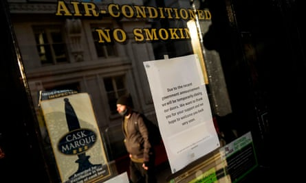 A sign outside a pub informs customers of its closure in central London as England enters a second coronavirus lockdown on 5 November