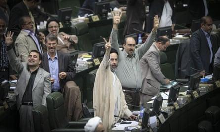 Iranian parliament discuss nuclear deal