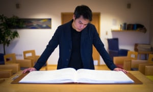 Presenter Kevin Fong looks at a book of remembrance, at St Christopher's hospice in We Need to Talk About Death.