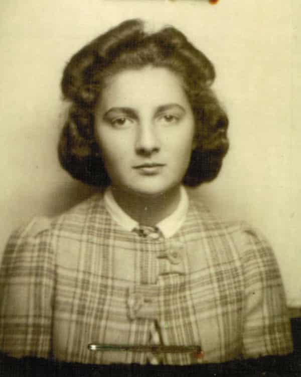 Gronowski's sister Ita.