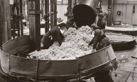 Women working at Gretna munitions factory, Scotland, 1918.