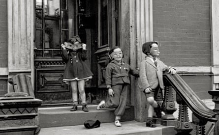 New York, 1940 by Helen Levitt.
