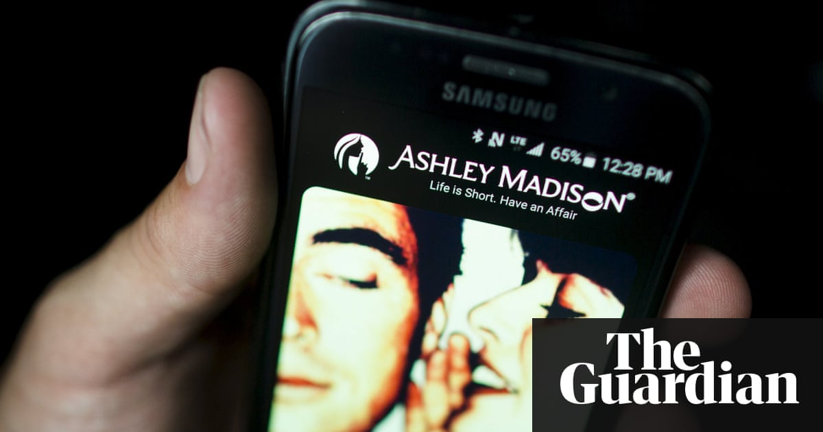 Ashley Madison claims site has plenty of female users eager to cheat |  Technology | The Guardian