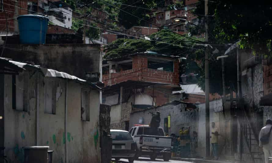 Criminal and Forensic Investigations Corps (CICPC) enter the neighborhood of El Valle.