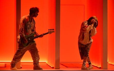 بیلی ایلیش یکشنبه 22 نوامبر در جوایز موسیقی آمریکایی اجرا می کند.