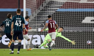 Jesse Lingard scores the follow up to put the Hammers ahead.