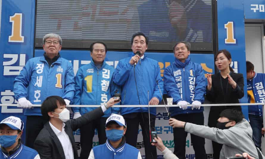 Lee Nak-yon (centre) of the ruling Democratic party campaigns in Gumi, South Korea.